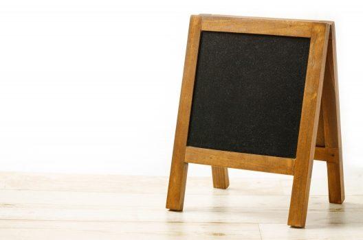 屋外立て看板は店舗案内に最適!目的にあう看板を選ぶ・安全に設置